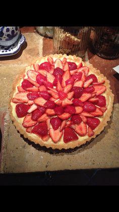 Custard pie with strawberries
