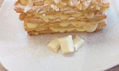 Ρολό παντεσπάνι με μαρμελάδα και νιφάδες κουβερτούρα Mcdonalds Apple Pie, Waffles, Bread, Cheese, Breakfast, Desserts, Food, Morning Coffee, Tailgate Desserts