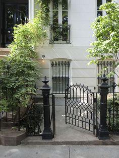 Jenna Lyons' Former Park Slope Townhouse Lofts, Vivre A New York, Outdoor Spaces, Outdoor Living, Jenna Lyons, Brooklyn Brownstone, Brooklyn Park, Front Gates, Entrance Gates