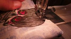 Tuto Blouson Bombers spécial printemps - Demereenfils.com : Blog Couture a quatre mains Blog Couture, Vest, Jacket, Kimono, Diy Clothing, Sewing Tips, Blue Fabric, Tutorial Sewing, Jackets