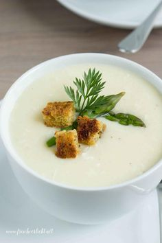 Spargelcremesuppe_Frisch_Verliebt_3 Soup Recipes, Healthy Recipes, Healthy Food, Asparagus Recipe, Diy Food, Soups And Stews, Low Carb, Brunch, Food And Drink