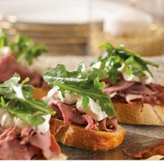 Roast Beef Crostini with Horseradish Cream