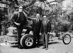 Vintage Cars Muscle Fred Gwynn on the Universal Lot with George Barris, builder of the Munster's vehicles Munsters Car, Munsters Tv Show, La Familia Munster, Los Addams, Celebrity Cars, Drag Cars, Custom Cars, Vintage Cars, Vintage Ideas
