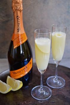 Move over OJ, there's a new mimosa in town, made with fresh grapefruit juice, Prosecco and lime. Enjoy this Grapefruit Lime Mimosa at your next brunch or summer party | TastingPage.com Content for 21+ mymionetto AD