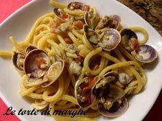 Bigoli con le vongole, vengono conditi con sughi tradizionali, in particolare con ragù d'anatra, o serviti in salsa o con le sardine........