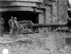 US soldiers examining a 21cm Kanone 39 heavy gun, Normandy 1944