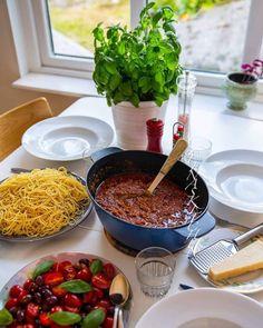 Lussekatter på ett smartare sätt - ZEINAS KITCHEN Zeina, Crunches, Lchf, Chocolate Fondue, Ramen, Spaghetti, Food And Drink, Pasta, Treats