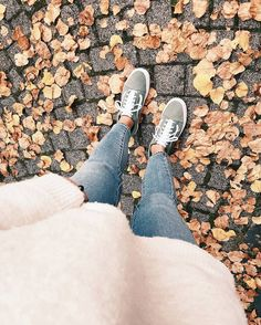 Fall Faves  # You're It: Five of our favorite #VansGirls photos from IG last week.  Tag @vansgirls or #vansgirls on Instagram so we can post your photos here. And you never know, your photo may end up on vans.com!  Via @paulina_sophiee