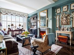 Setting her beloved neutrals aside, decorator Alexa Hampton invigorates her young family's Manhattan residence with rich colors and lively patterns Alexa Hampton, Die Hamptons, Hamptons New York, Architectural Digest, Design Salon, Manhattan Apartment, New York Homes, Apartment Renovation, Interior Decorating