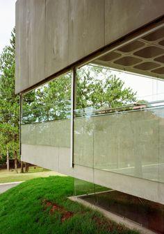Gallery of House in Aldeia da Serra / MMBB Arquitetos + SPBR Arquitetos - 18
