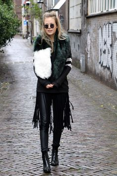 On the blog: leather pants, shiny boots & a faux fur scarf! www.vanilla-andvelvet.blogspot.nl streetstyle, fashionblogger