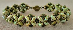 Linda's Crafty Inspirations: Bracelet of the Day: Quick SuperDuo Bracelet with link to free pattern, but I like this color combo better than the one on the pattern.