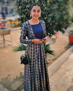 Fashion casual girl jackets 32 Ideas for 2019 Indian Dress Up, Indian Gowns Dresses, Indian Fashion Dresses, Indian Designer Outfits, Indian Attire, Indian Outfits, Indian Clothes, Ethnic Outfits, Desi Clothes
