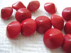 Cranberry Vintage Buttons – 8 Red Wood from the 1940s