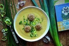 Sycąca zupa porowa z pulpetami z mięsa mielonego to danie, które doskonale syci. Sprawdzi się w porze obiadowej i w ramach ciepłej kolacji. Cheeseburger Chowder, Restaurant, Diet, Chicken, Ethnic Recipes, Blog, Foodies, Per Diem, Restaurants