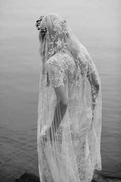 This veil as a clip in in stead of the drape look is absolutely amazing