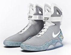 Nike MAG 2015 return of the Nike Air Mag with power laces Nike Air Mag, Vans X, Vans Sneakers, High Top Sneakers, Moon Boots, Nike Free Shoes, Nike Shoes, Nike Footwear, Roshe Shoes