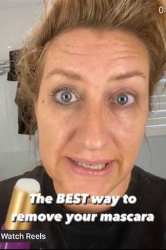 Looking for the best way to remove your mascara? Try this! Best Foundation, Makeup Remover, Natural Makeup, Makeup Ideas, Mascara, Makeup Looks, Eye Makeup, Eyeshadow, How To Remove