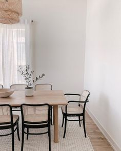 Rattan Dining Chairs, Black Dining Chairs, Side Chairs, Modern Dining Room Chairs, Ikea Dining Table Hack, White Dining Table Modern, Beige Dining Room, Ikea Dining Room, Scandinavian Dining Chairs