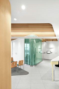 Gallery - Uniprix Pharmacy and Medical Center / Jean de Lessard Designers Créatifs - 5