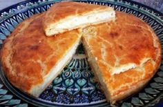 This is a versatile russian pastry. You can make a big pie with it or small individual cakes. For example, substitute berries + sugar for cottage cheese filling. Cottage Cheese Cake Recipe, Cheese Pie Recipe, Cottage Cheese Recipes, Cheese Pastry, Cheese Tarts, Russian Pastries, Individual Cakes, Raw Desserts, Tart Recipes