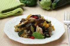 Il pollo spadellato con verdure é un piatto molto saporito ma leggero fatto senza olio ne grassi per via della cottura particolare.