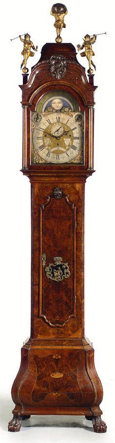 Dutch Burr walnut musical long case clock, last quarter 18th century. RELOJ TALLADO EN FINA MADERA.