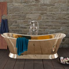 Luxuriate in a full length brass bath with the Bateau Reserve from Hurlingham. Brass Bathroom, Small Bathroom, Bathrooms, Cast Iron Bath, Copper Bath, Roll Top Bath, Bathroom Furniture, Bathroom Accessories, Interior Design