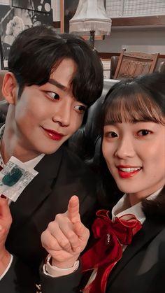 Korean Drama List, Korean Drama Movies, Kpop Couples, Cute Couples, Korean Actresses, Korean Actors, Korean Movies Online, Fridah Kahlo, Kim So Hyun Fashion