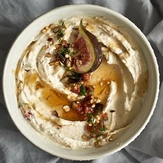 Feigen-Frischkäsedip mit Walnüssen und süßem Honig Fig cream cheese dip with walnuts and sweet honey Get more photo about subject related with by looking at photos gallery at the bottom of this page. Greek Diet, Pasta Integral, A Food, Food And Drink, Cream Cheese Dips, Greek Recipes, Food Items, Tasty, Stuffed Peppers