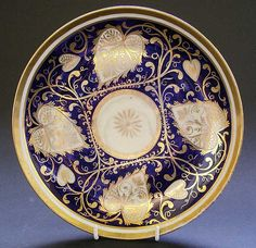 A RARE LARGE ENGLISH REGENCY PORCELAIN DISH C.1805-10, NEW HALL MAZARINE BLUE & GOLD PATTERN 566