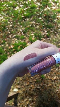 Loving Jeffree Star Cosmetics Velour Liquid Lipstick in Androgyny! Keep reading for more information about this amazing vegan & cruelty free beauty product!