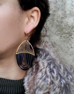 Black drop earrings-black leather earrings par LizaJewelryArtist
