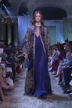 Stunning Golden Embellished Navy Blue Slip Sheath Evening Maxi Dress / Evening Gown with Spaghetti Straps and Long Sleeved Cape. Haute Couture Fall Winter Collection Runway by Elie Saab Evening Gowns Couture, Haute Couture Dresses, Couture Fashion, Runway Fashion, Evening Dresses, Winter 2017, Fall Winter, Mode Abaya, Modelos Fashion