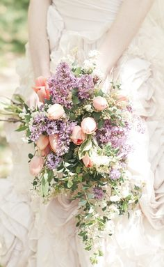 To see more chic wedding flower ideas: http://www.modwedding.com/2013/06/23/simply-sweet-tulip-bridal-bouquets/ #wedding #weddings #bridal_bouquet