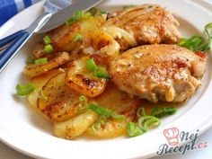 Fried chicken pieces and potatoes with cream - Healthy Recipes! No Salt Recipes, Cooking Recipes, Healthy Recipes, Potato Recipes, Chicken Recipes, Czech Recipes, Salty Foods, Hungarian Recipes, Main Meals