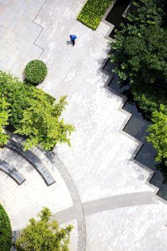 SWA集团是一家总部位于美国的景观规划与设计咨询公司,1958年,Hideo Sasaki(佐佐木•英夫)和