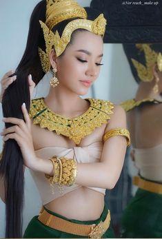 Cute Beauty, Beauty Full Girl, Beautiful Girl Image, Beautiful Asian Women, Traditional Fashion, Traditional Dresses, Most Beautiful Hollywood Actress, Asian Fashion, Asian Beauty