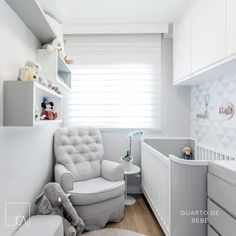 Nichos para quarto de bebê: 70 ideias e tutoriais passo a passo Small Baby Nursery, Small Space Nursery, Baby Nursery Decor, Baby Bedroom, Baby Decor, Nursery Room, Boy Room, Kids Bedroom, Small Nursery Layout