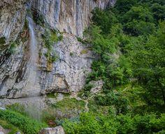 Mini-vacanţă la Băile Herculane: traseu la Cascada Vânturătoarea