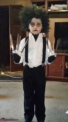 Edward Scissorhands - Halloween Costume Contest via Twin Halloween, Diy Halloween Costumes For Kids, Halloween Costume Contest, Halloween Outfits, Halloween 2019, Costume Ideas, Halloween Makeup, Halloween Ideas, Halloween Decorations
