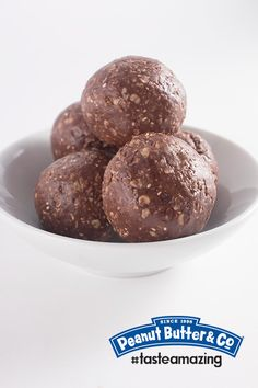 Peanut Butter Cup Energy Bites - These energy packed protein bites taste just like peanut butter cups! #tasteamazing