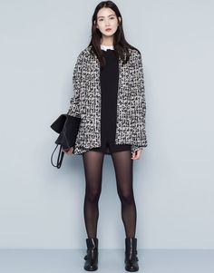 :TEXTURED POINTED COAT