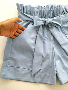 Peach Patterns Avalon Shorts for Women is a PDF sewing pattern for an easy-to-make pair of shorts. Pull-on with an elastic waistband, tie front, side pockets and a choice of three hem lines. These will be your new favourite shorts! NOTE: The Avalon Shorts Diy Summer Clothes, Summer Outfits, Sewing Clothes, Diy Clothes, Short Outfits, Cute Outfits, Fashion Pants, Fashion Outfits, Diy Vetement