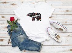 Mama Bear T Shirt T-Shirt fleuri TShirt ours maman Tee Tees Graphiques, Bear T Shirt, Plus Size Outfits, Etsy, Womens Fashion, Clothing, Flowers, Bags, Shirts