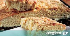 Ζυμωτό ψωμί με μαγιά και τυρί από την Αργυρώ Μπαρμπαρίγου   Στην Πάρο, όταν ήμουν παιδί και ζύμωνε η μητέρα μου, πάντα έφτιαχνε και τη φουσκωτή για μένα