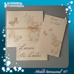 Invitacion de diptico con diseño de rosas y mariposas en tecnica de hot stamping