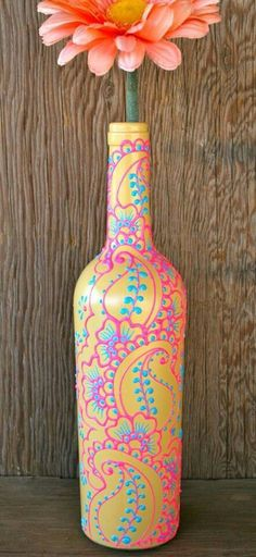 Henna Style Decorative Wine bottle Vase, Sunshine Yellow, Bright Pink, and Sky Blue – Projects to try Cute Crafts, Crafts To Do, Arts And Crafts, Decor Crafts, Diy Crafts Vases, Puffy Paint Crafts, Jar Crafts, Wine Bottle Vases, Wine Bottle Crafts