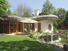 Inspirada en el arte de Gaudí y en la naturaleza | Cuatro plantas con sala de música, biblioteca, chimenea, gimnasio, zona de jacuzzi, sauna, spa y piscina cubierta