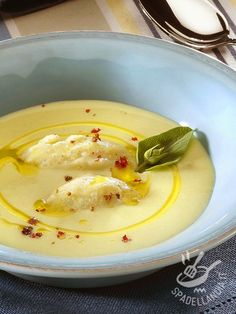 Cream of potatoes and ricotta - Vellutata di patate e ricotta Veggie Recipes, Vegetarian Recipes, Cooking Recipes, Healthy Recipes, Ricotta, Beef Tagine, Vegetable Soup Healthy, Chowder Recipes, Best Dinner Recipes